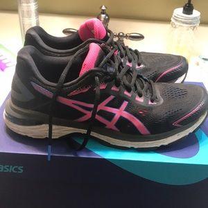 🌸ladies ASICS 2000 7 model running shoe 9 1/2